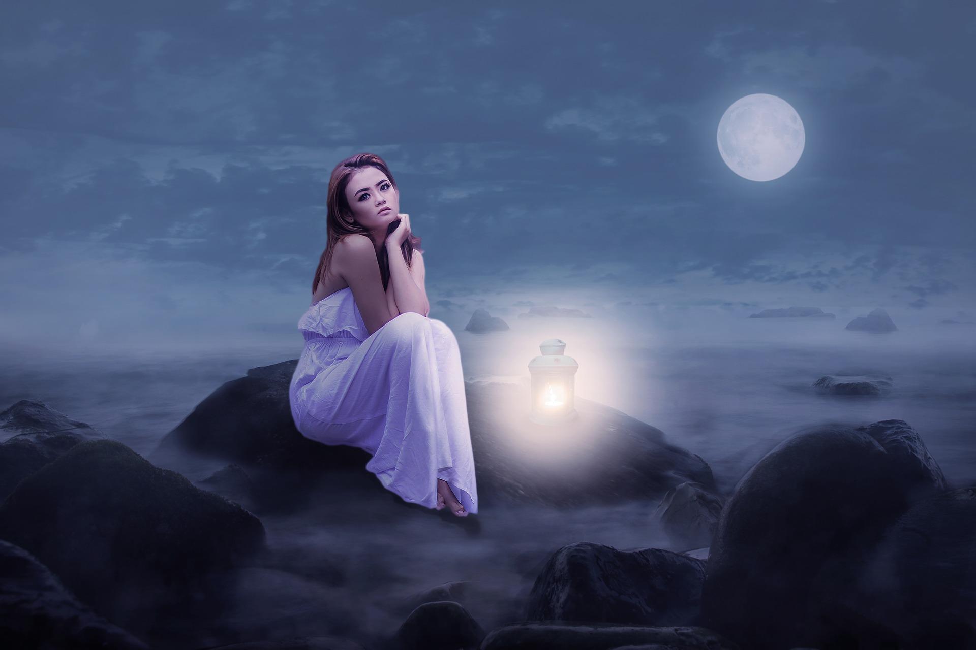 月夜と女性
