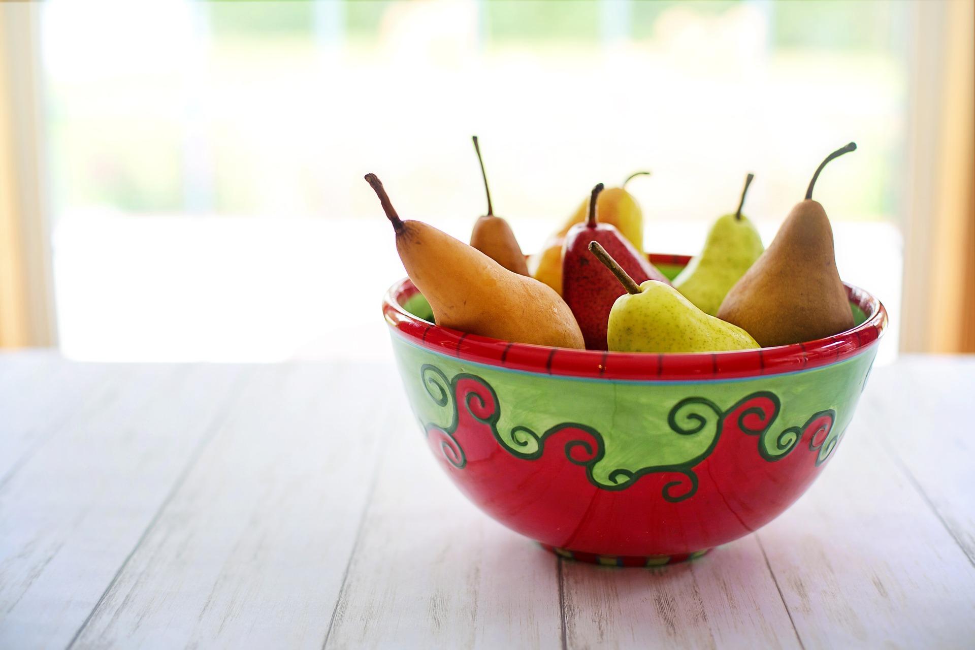 梨の入ったボウル